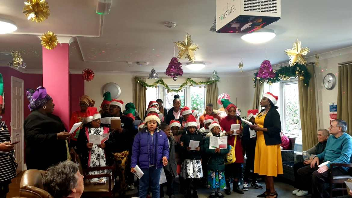 Pictures: Children Department Held Annual Christmas Party and Charity Carol