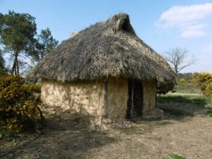 Visite guidée d'une maison néolithique (Journées Européennes du Patrimoine) @ Maison Mégalithes et Landes