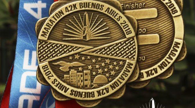 La medalla para los participantes del maratón