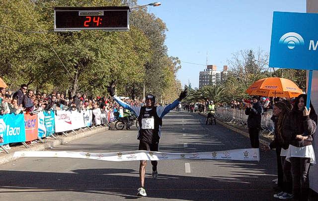 El atleta Ishmael Langat, oriundo de Kenia, ganó la competencia cordobesa.