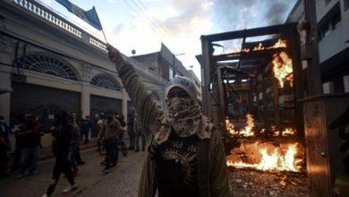 Photo of Guatemala: manifestantes incendiaron el Congreso y pidieron la renuncia del Presidente