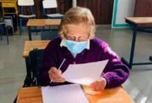 Photo of Una bisabuela de 93 años terminó la primaria y va por el secundario