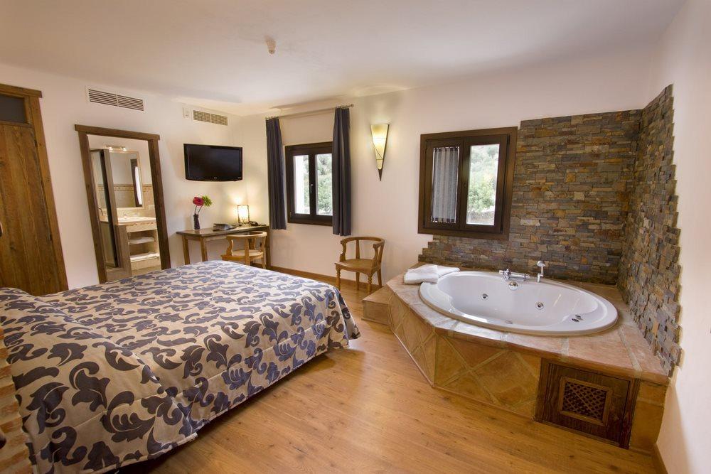 Hotel Los Tadeos en Zahara de la Sierra  Cadiz Diferente