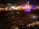 """Personas en París gritando """"no al antisemitismo"""""""