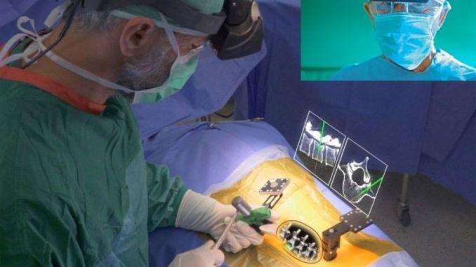Augmedics está creando un casco de realidad aumentada para procedimientos quirúrgicos.