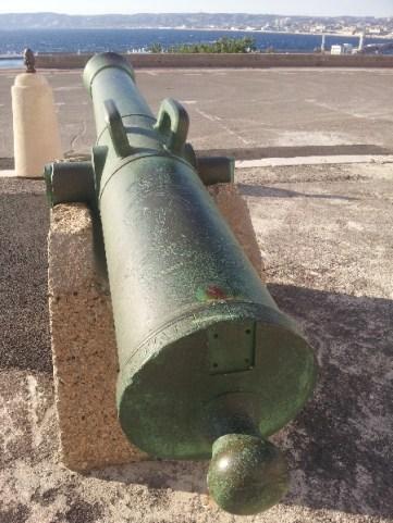 Canon braqué sur l'extérieur - Le Pharo - Marseille 7e