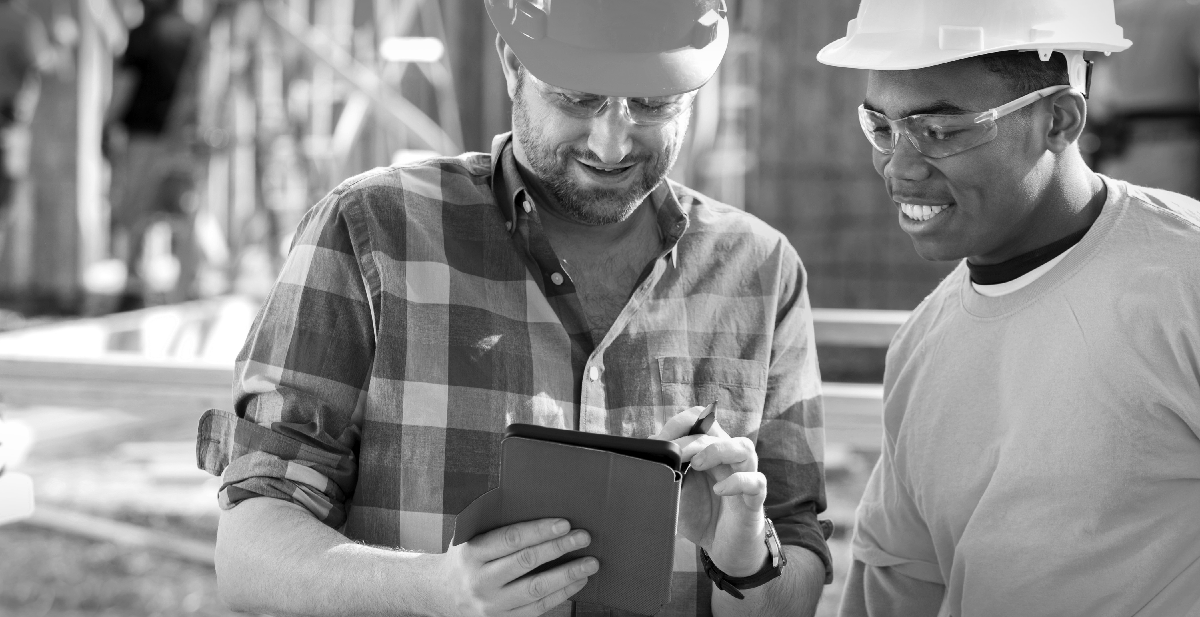 Construction Foreman Uses Digital Tablet
