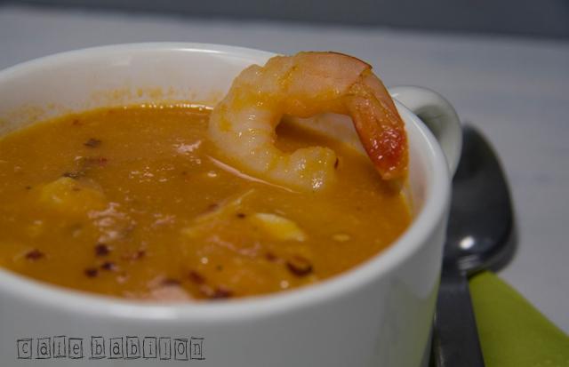 Zupa morska z ciecierzycą