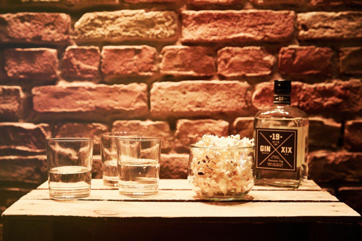 Drinks & Popcorn Café der Fragen Berlin