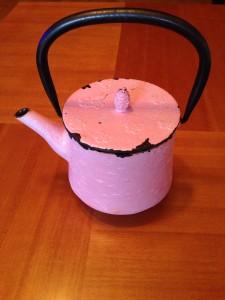 Esta es la tetera rosa que regalaron a Cristina