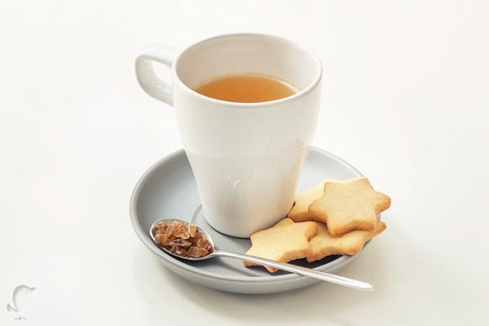 té verde chocolate y canela con galletas de naranja