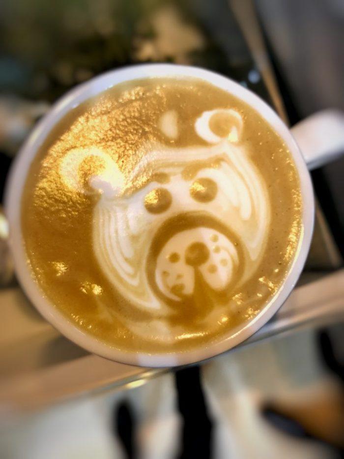 cafe te arte, latte art, vertido libre, barista, cafe capuccino, cafeterias madrid, arte latte, etching