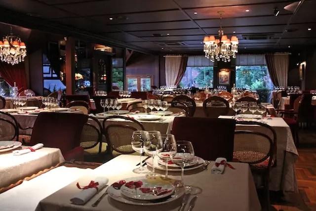 ambiente romântico e sofisticado para fondue do Belle du Valais