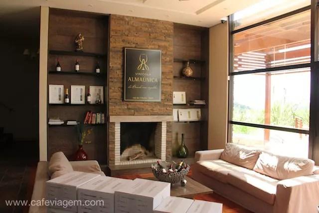 sala de estar aconchegante da vinícola ótima para degustar e relaxar