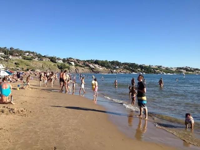 a praia de Portezuelo em frente ao Medio y Medio