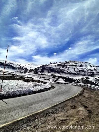 A estrada durante a semana sem congestionamento