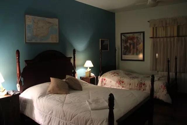 Nosso quarto com cama de casal e duas de solteiro!