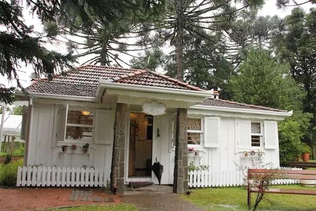a casa de recreação do hotel ao lado da horta e pracinha