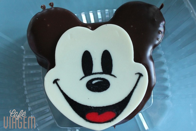 um dos vários bolinhos no formato de Mickey !