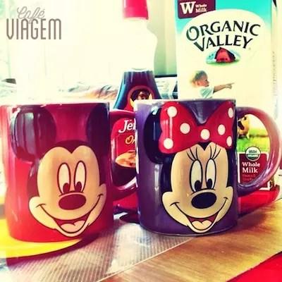Logo que chegamos, comprei essas xícaras no supermercado Publix para combinar com a casa. As crianças adoraram!