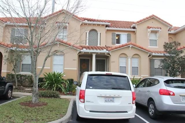 Nossa casinha e nosso carro na frente (o branco!)
