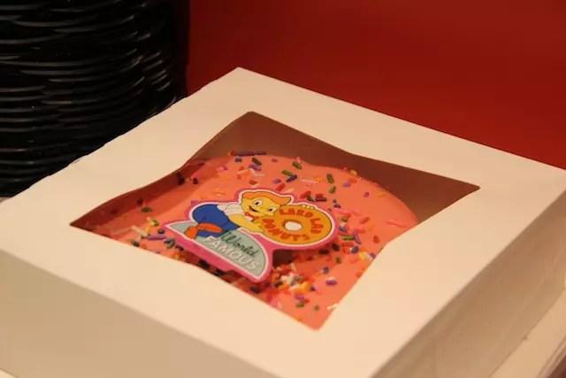 A rosquinha (donut) também é vendida em tamanho gi-gan-te!