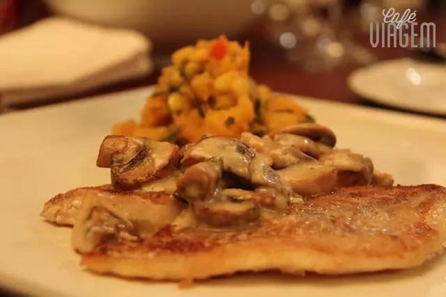 No Sur, peixe grelhado com cogumelos e um maravilhoso purê rústico
