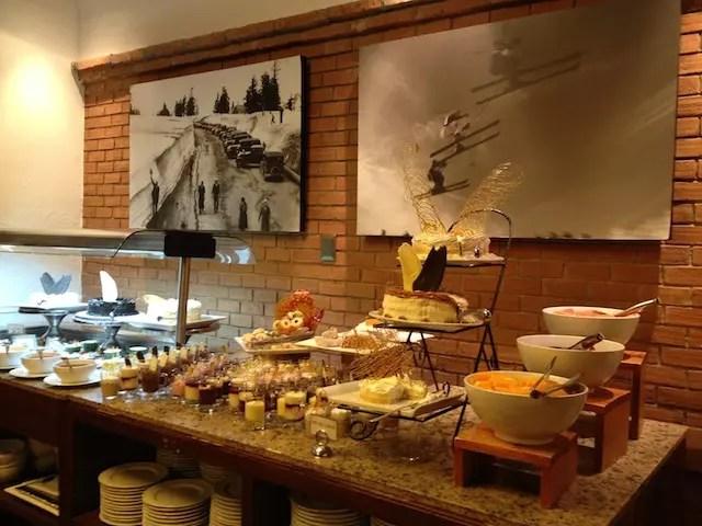 a deliciosa mesa de sobremesas do Mirador del Plomo