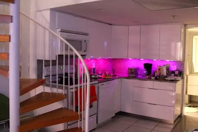 adorei o efeito das luzes da cozinha que ficavam mudando de cores!!