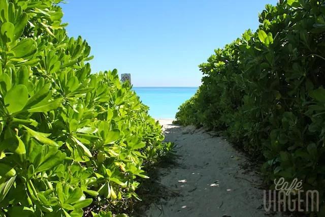 E a varanda dava para o acesso à praia, simples assim!