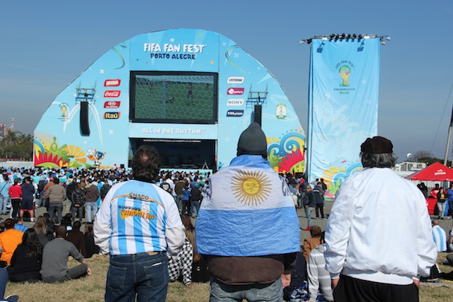 Argentinos e uruguaios tomaram conta da Fan Fest de Porto Alegre