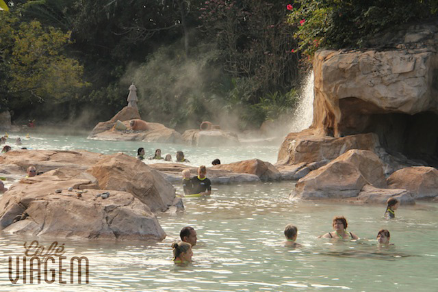 A piscina mais quentinha. Com cascata e clima relax!