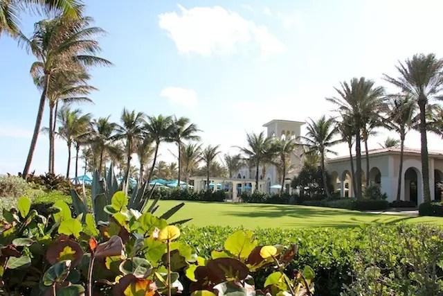 A parte onde quem não é hóspede não entra: piscinas, fitness e praia particular!