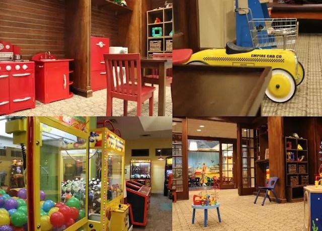 A área kids tem 3 ambientes: uma com cinema e recreacionistas, outra com brinquedos para crianças menores e uma imensa com games