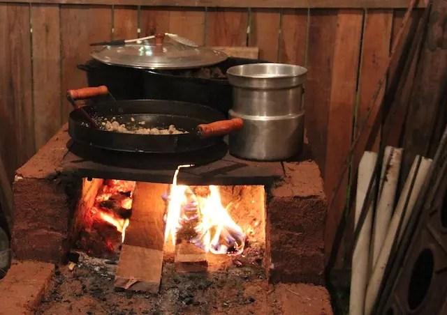 para cozinhar no piquete tem que ser como manda a tradição!