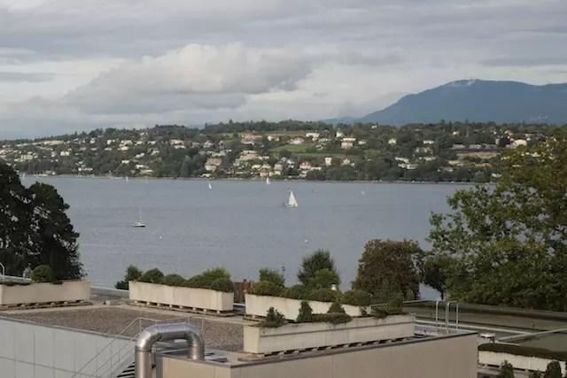 visual do Lago Léman da janela do meu quarto