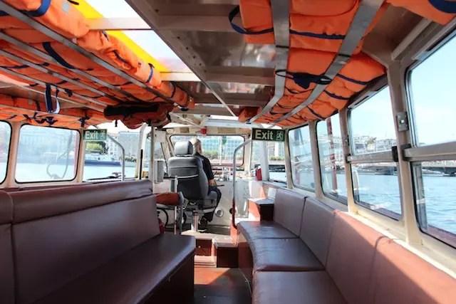 O mouette, o táxi-barco que cruza o lago