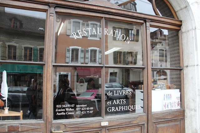 a loja que restaura livros antigos