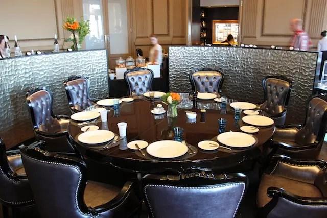 A mesa no centro do salão é a mais linda e a mais Vip - para grandes grupos!