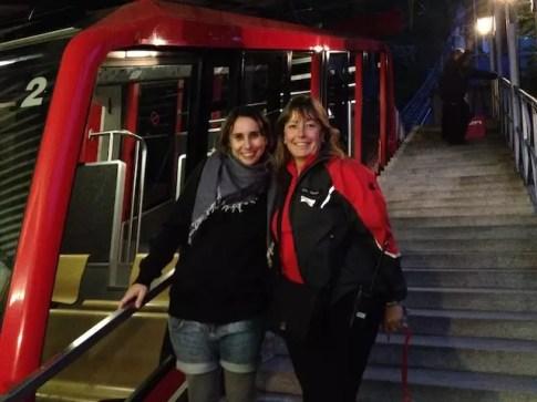 """Olha que legal: na volta, conheci uma brasileira que """"pilota"""" o funicular !!"""