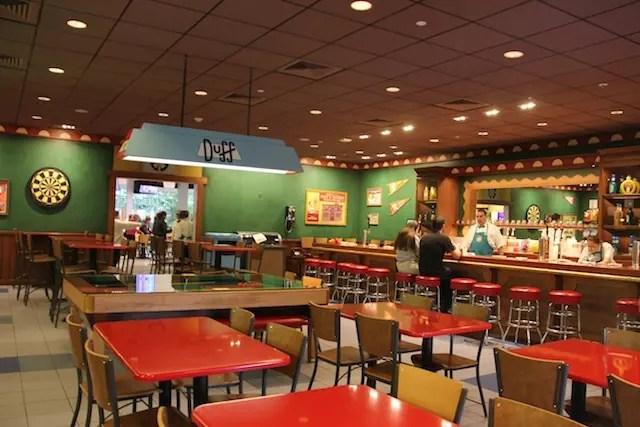 o Bar do Moe na área de Springfield - adoramos!