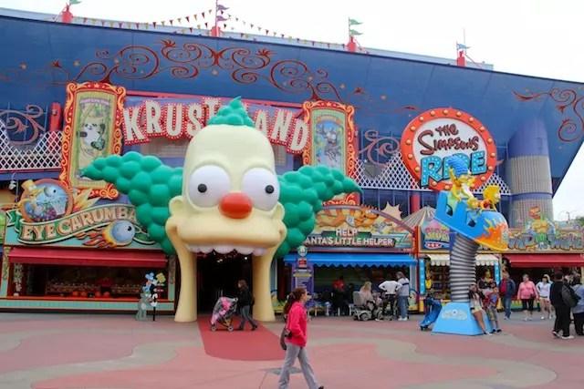 O nosso brinquedo e área favorita no Universal Studios: o Simpsons Ride