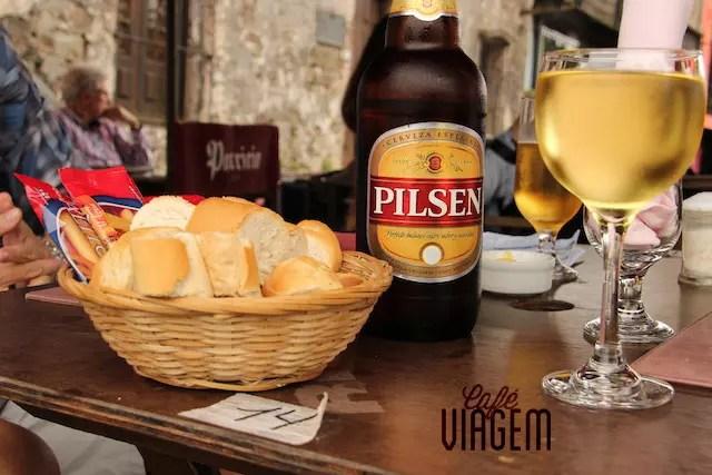 Pilsen pro maridex e taça de vinho branco para mim.