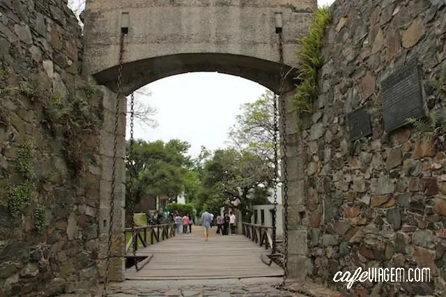 O portão antigo da cidade , um bom ponto de partida
