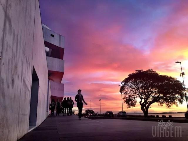o camarote para o pôr do sol do Guaíba é na Fundação Iberê , no Café do Press