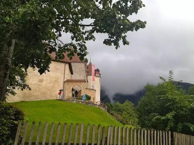 Chegando no castelo da aldeia