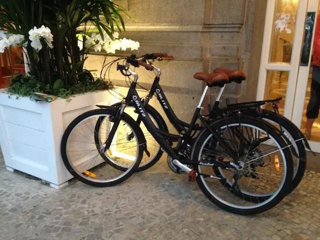 Bikes para alugar e dar uma voltinha pelo calçadão.