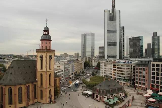 Visual do terraço da Galeria Kaufhof na área de compras da cidade