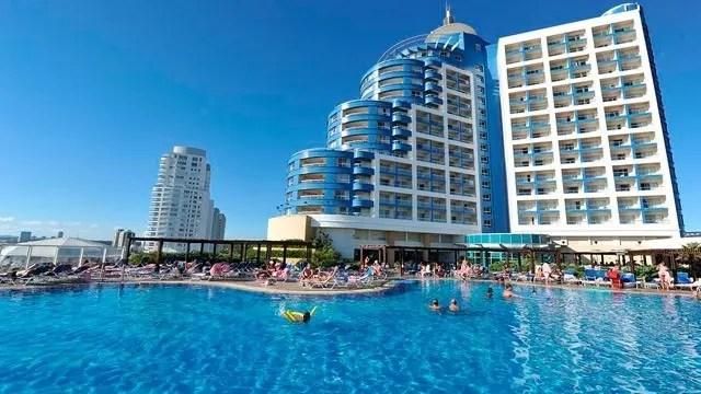 pac-uruguai_conrad_piscina_4