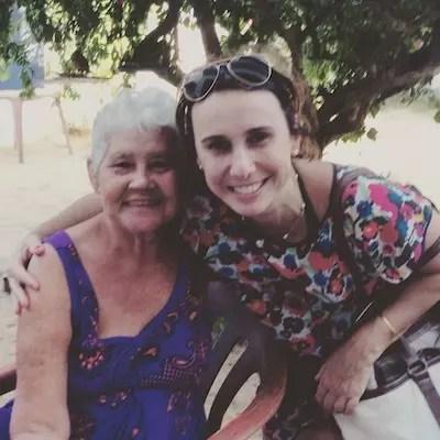 Eu e Dona Angelita, figura folclórica de Jeri, autora da famosa torta de banana da aldeia